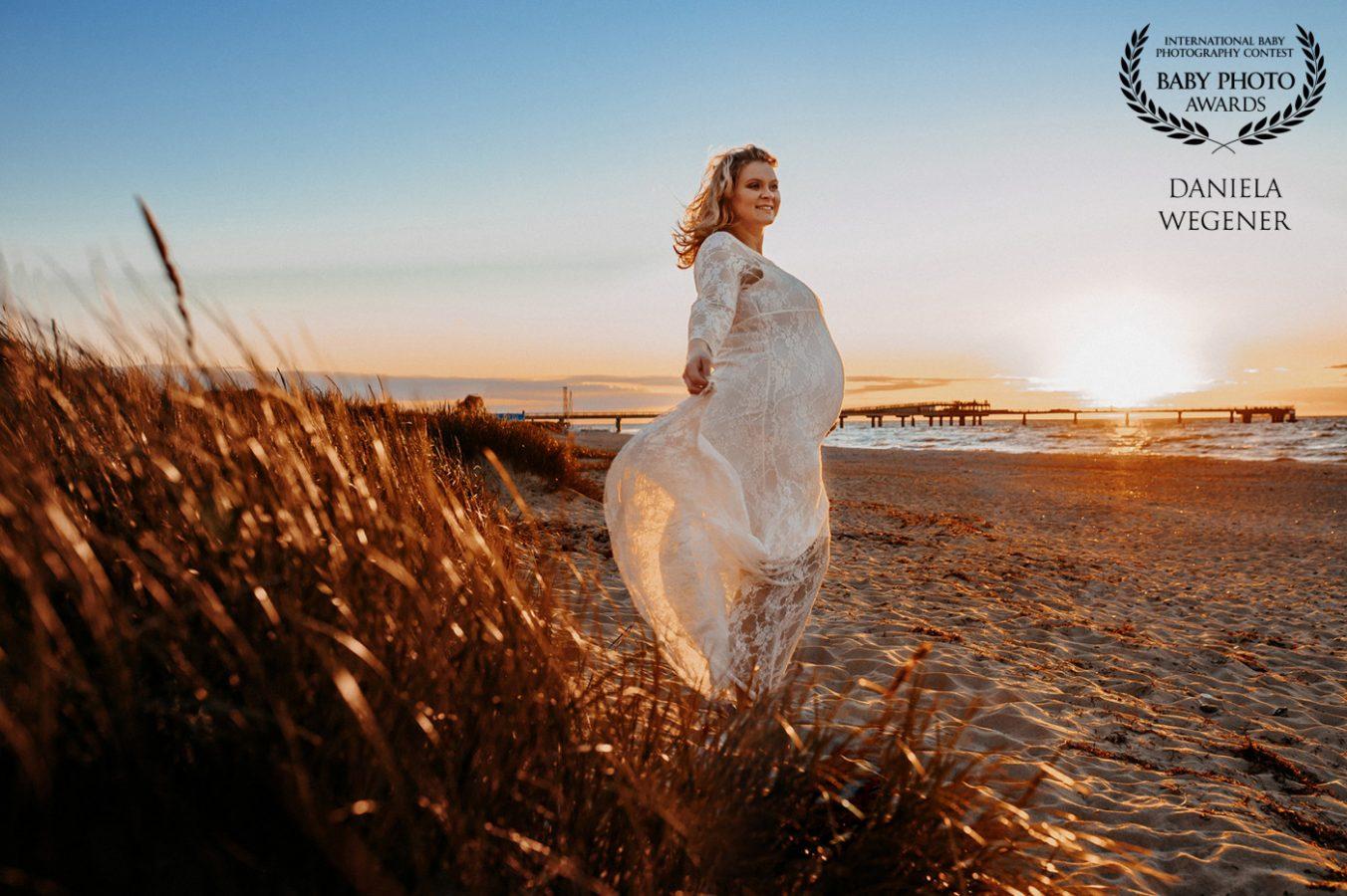 babybauch-schwangerschaft-fotografie-fotograf-lohne-Ostsee-Strand-Urlaub